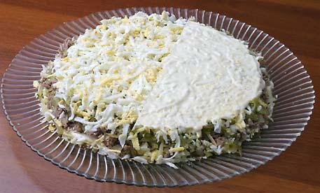 Салат с солными огурцами